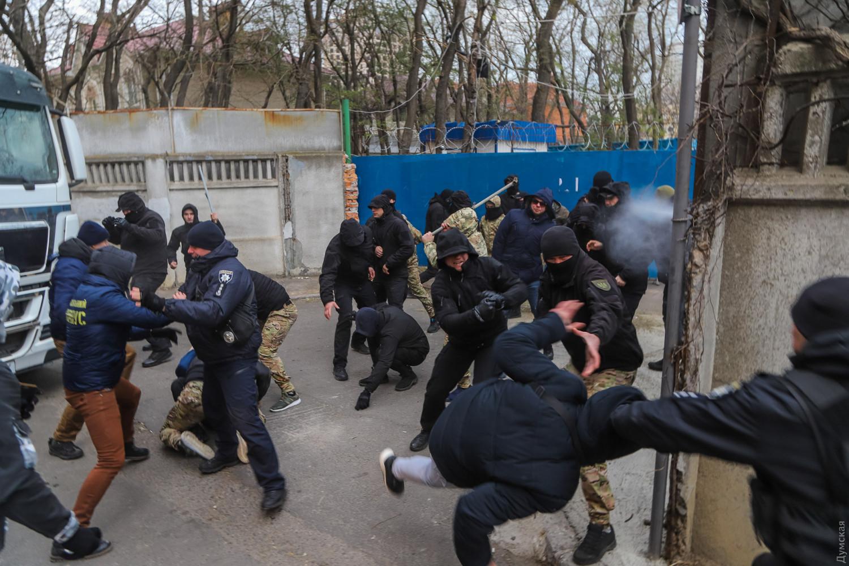 Первые итоги военного положения в Украине. Кто получит повестку