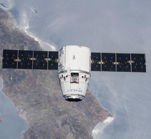 """SpaceX запустили в космос """"Дракона"""" с научным грузом: видео"""