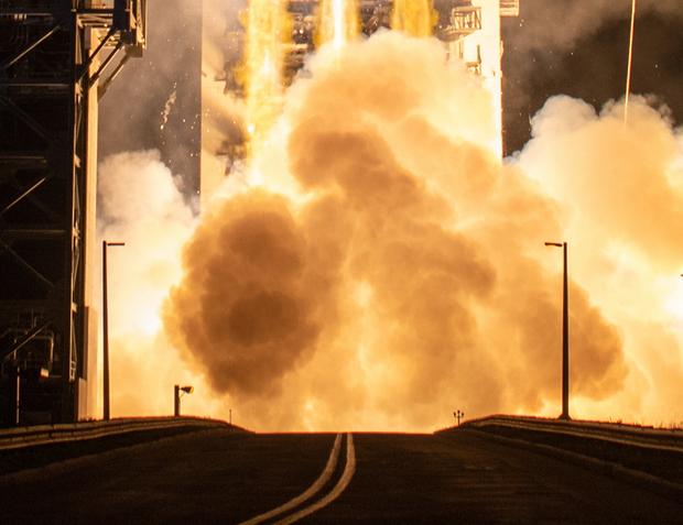 Запуск тяжелой ракеты Delta IV Heavy с тайным грузом США: видео