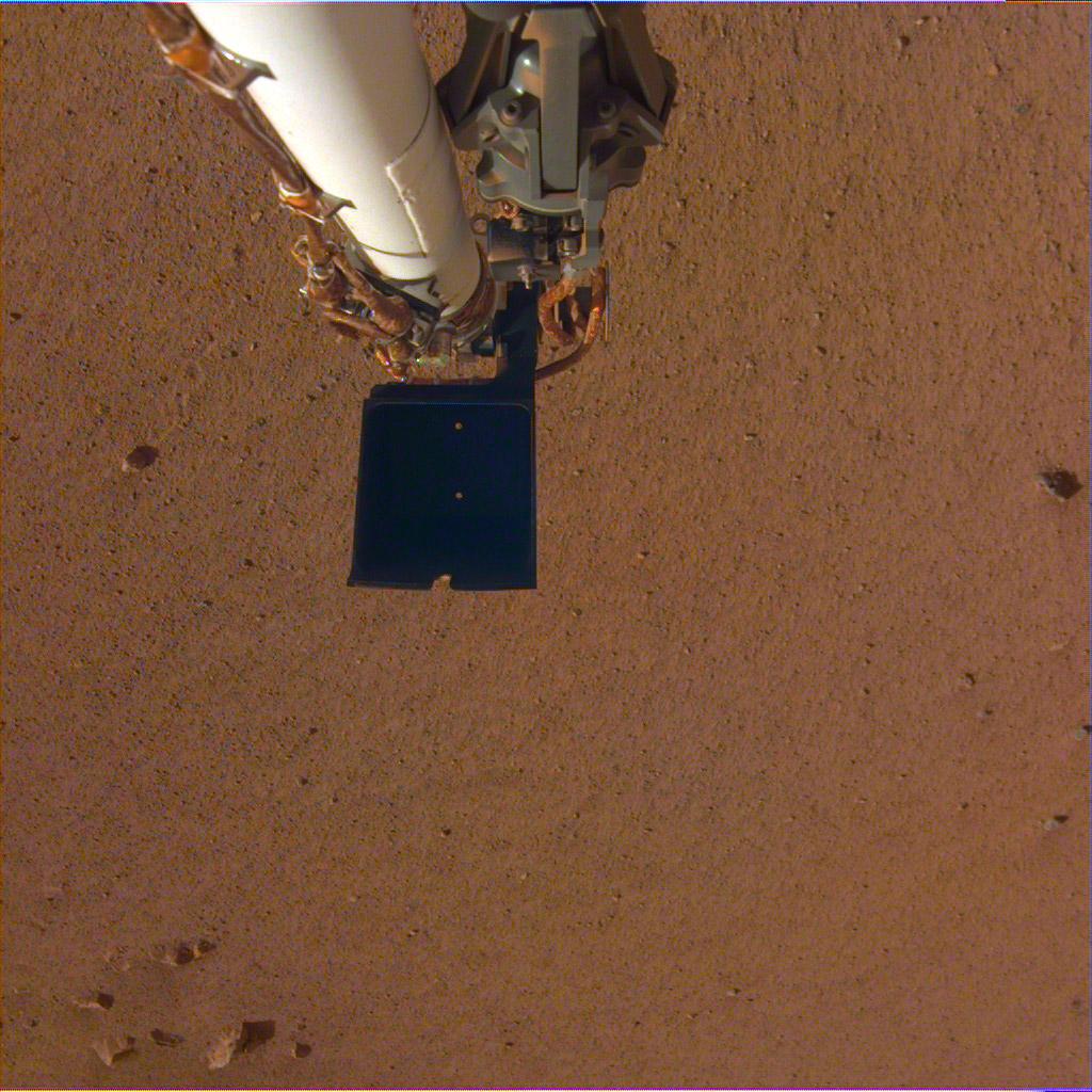 Зонд InSight показал новые селфи и окрестности Марса: фото, видео