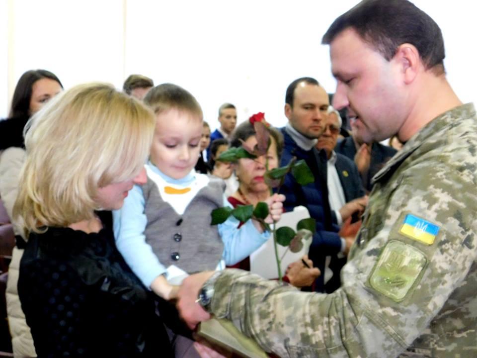 Герой Украины: президент посмертно наградил участника АТО - фото