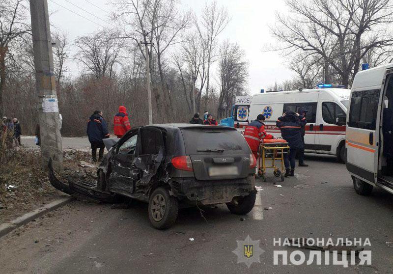 В Донбассе грузовик протаранил авто: есть погибшие - фото