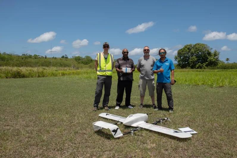 На остров в Тихом океане впервые доставили дроном вакцину - видео
