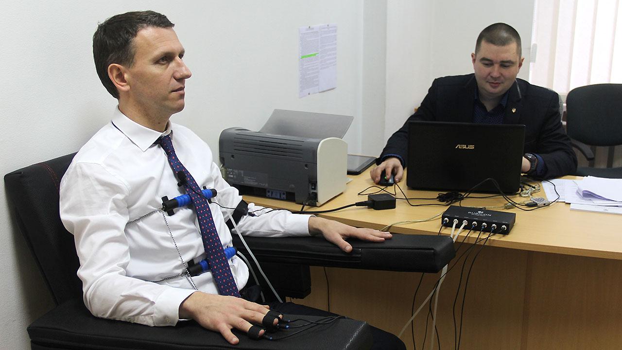 Задали 100 вопросов: директора ГБР проверили на полиграфе - фото