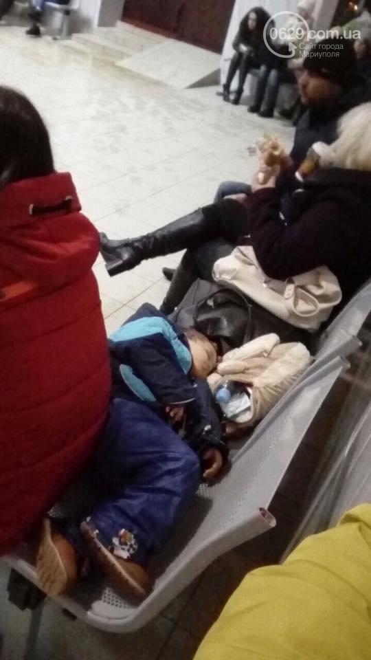 Пассажиры автобуса из РФ в Украину 8 часов сидели в поле: видео