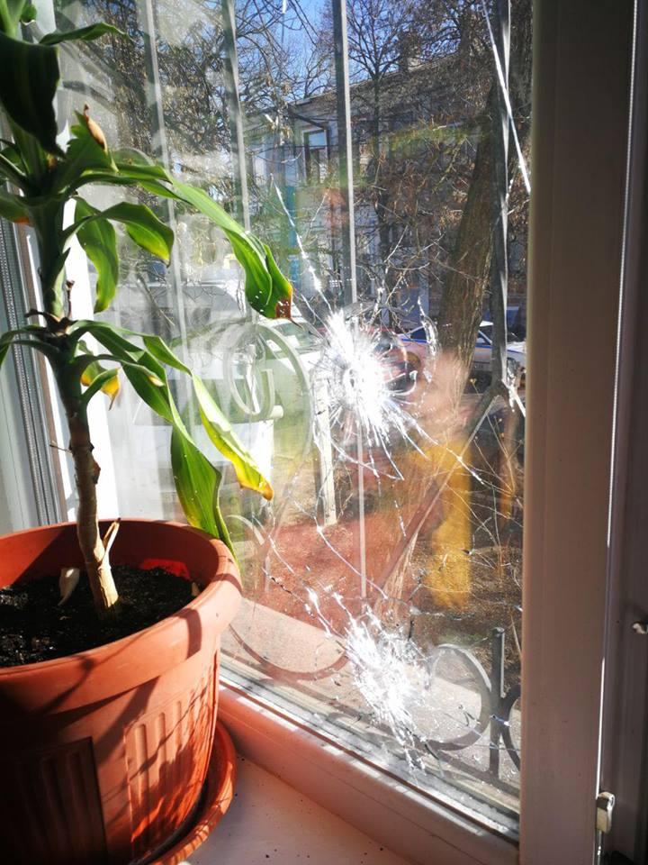 Газ со стрельбой. В Херсоне напали на офис газеты: видео