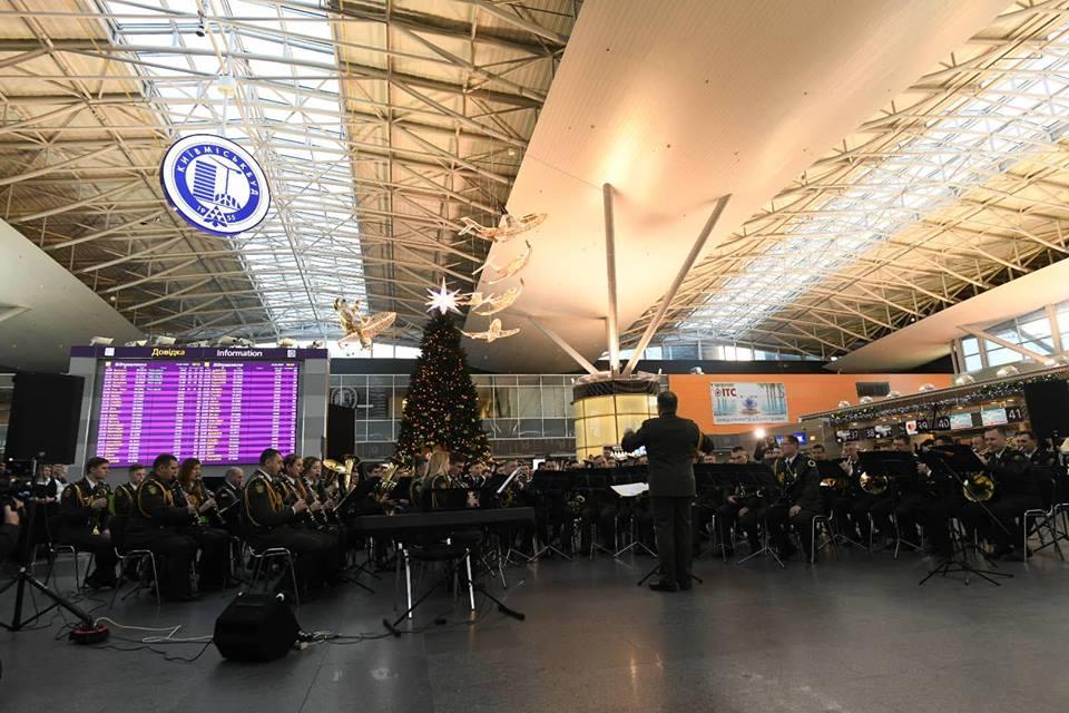 В аэропорту Борисполь начался флешмоб в честь киборгов: видео