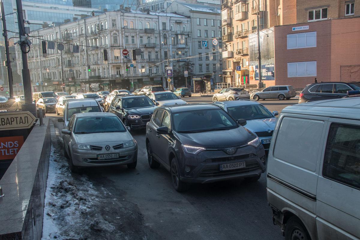 Ехали на Банковую: МАЗ с бойцами Нацгвардии попал в ДТП — видео