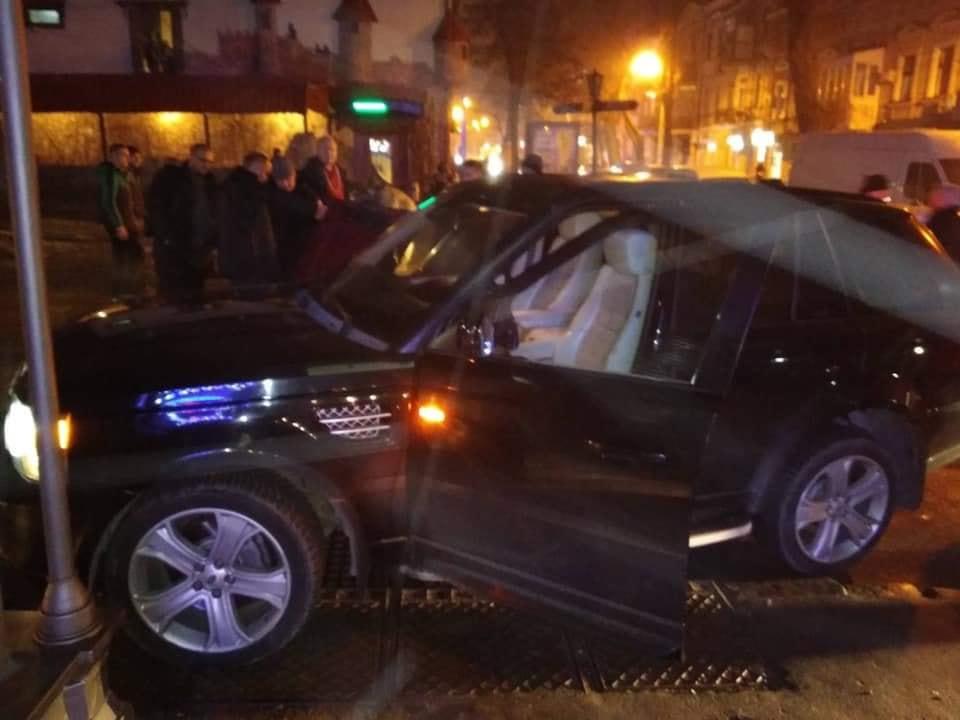 В Одессе авто кандидата в президенты спровоцировало ДТП - фото