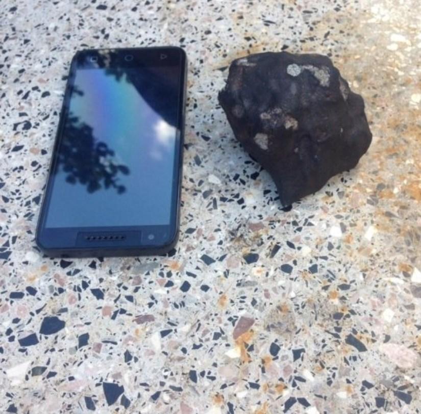 На Кубу упал метеорит. Местные жители собирают его обломки: фото