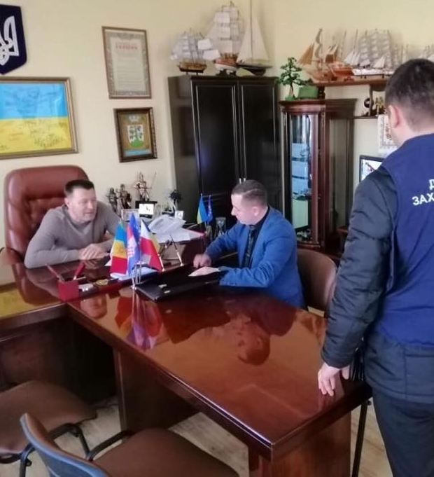 Взятка за 30 соток: мэру Могилев-Подольского вручили подозрение