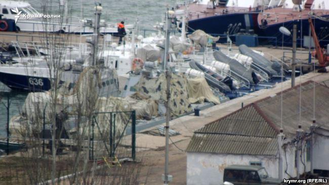Оккупанты в Керчи замаскировали захваченные катера ВМС ВСУ: фото