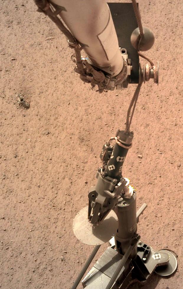 Зонд NASA приготовился проникнуть вглубь Марса: фото и видео