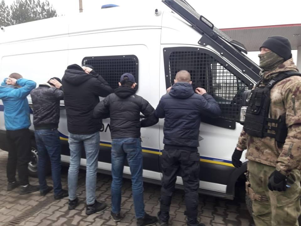 Полиция: У Одессы задержали автобусы с вооруженными людьми - фото