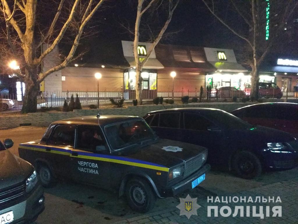 Стрельба в центре Николаева: повздорили в очереди за бургером
