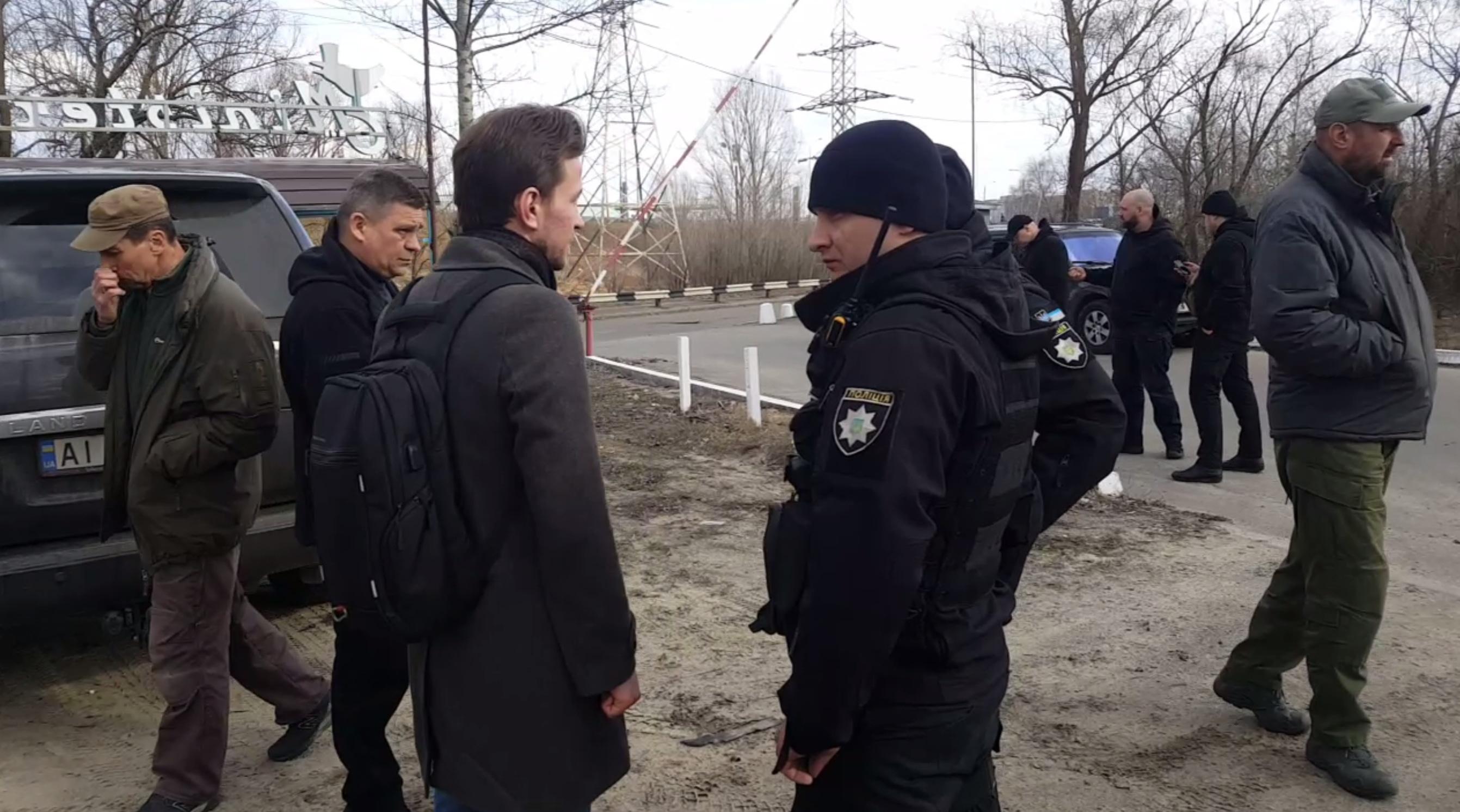 Охрана Медведчука четыре часа удерживала журналистов - Bihus.info