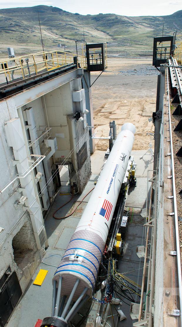 Америка испытала собственные двигатели для ракет: два видео