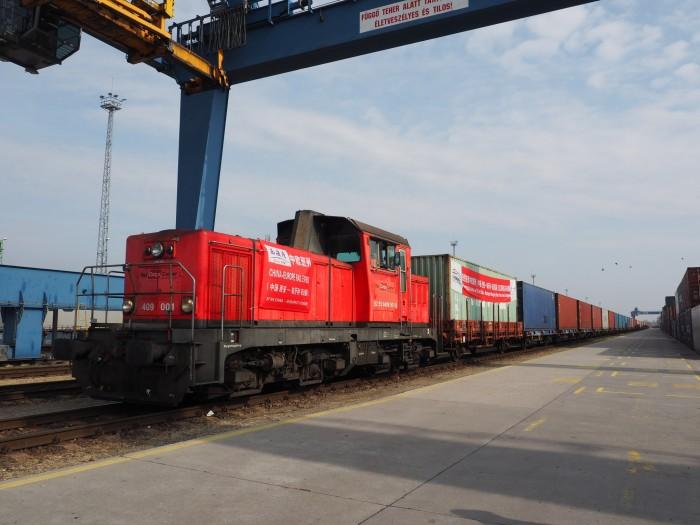Через Украину запустили новый контейнерный поезд: фото