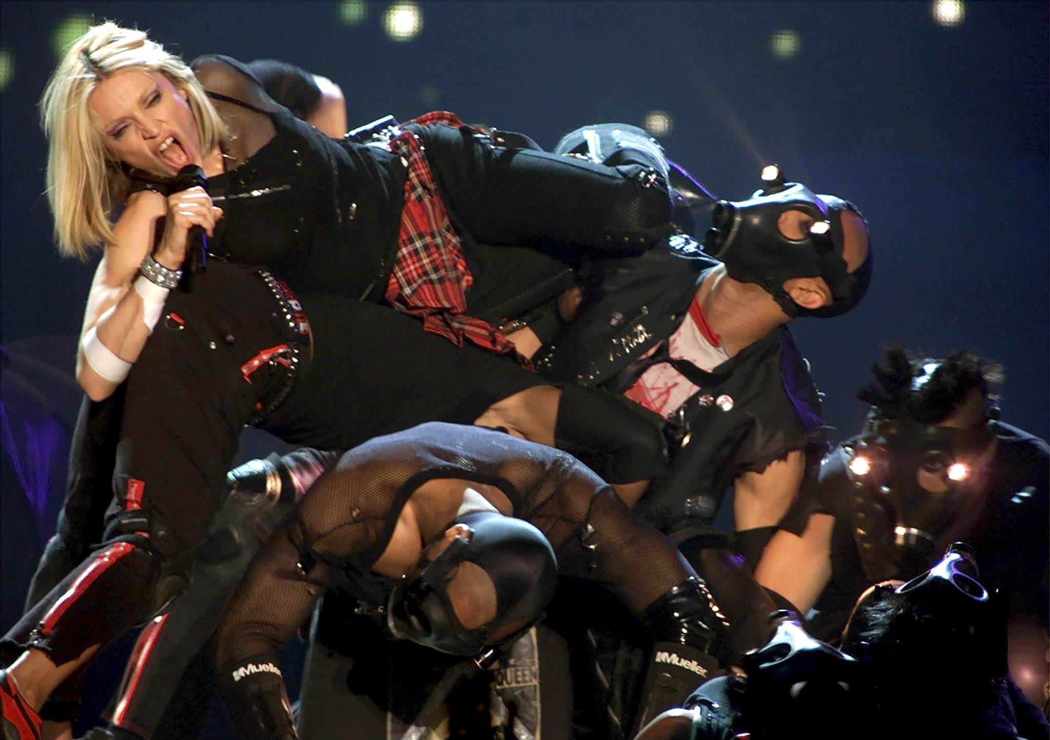 Задве песни на«Евровидении» вТель-Авиве Мадонна получит неменее  млн  долларов