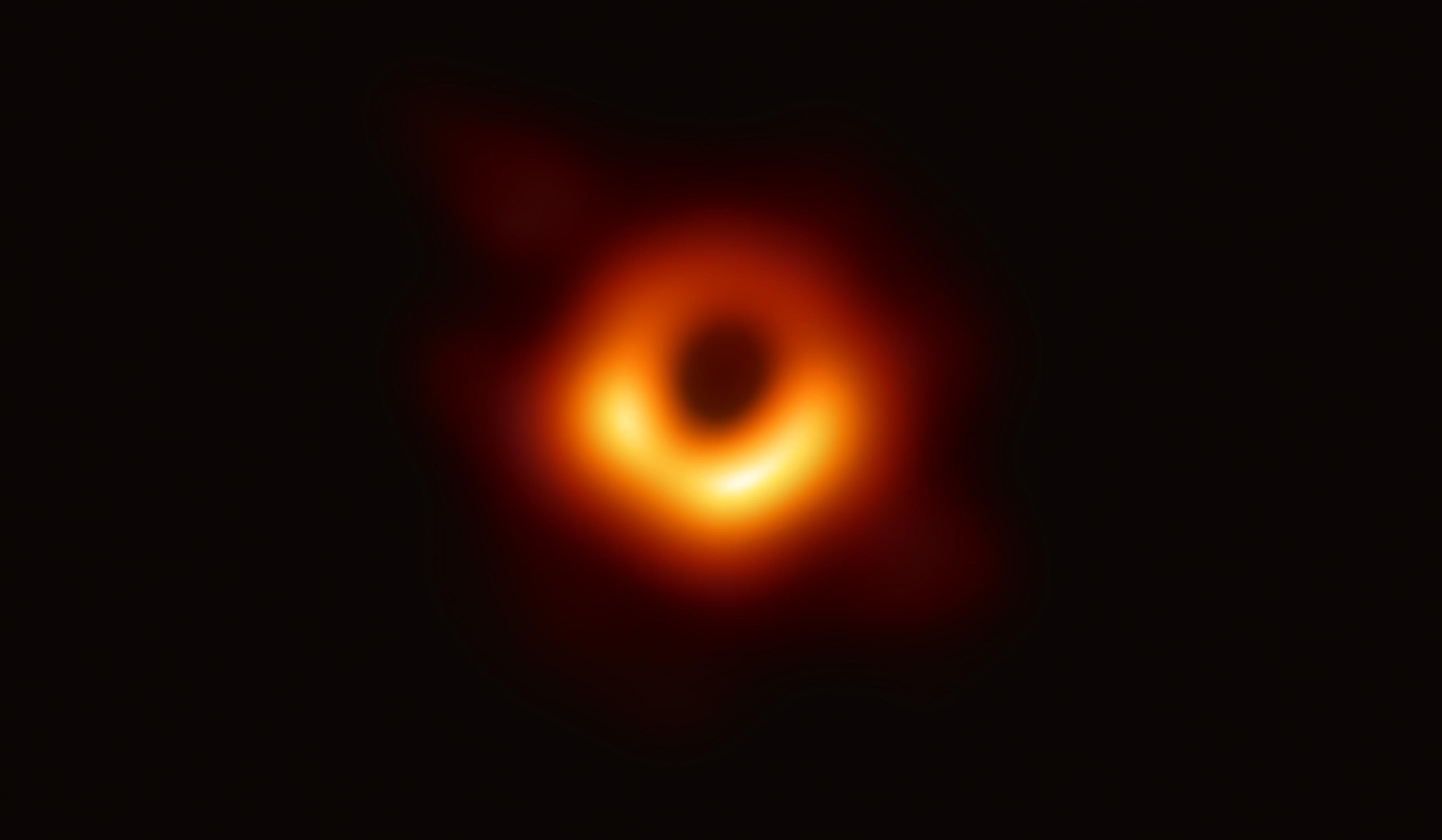 Ученые впервые в истории засняли черную дыру: уникальное фото