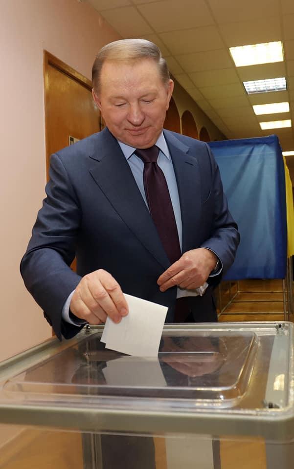 """""""Жаль следующего президента"""". Кучма проголосовал на выборах: фото"""