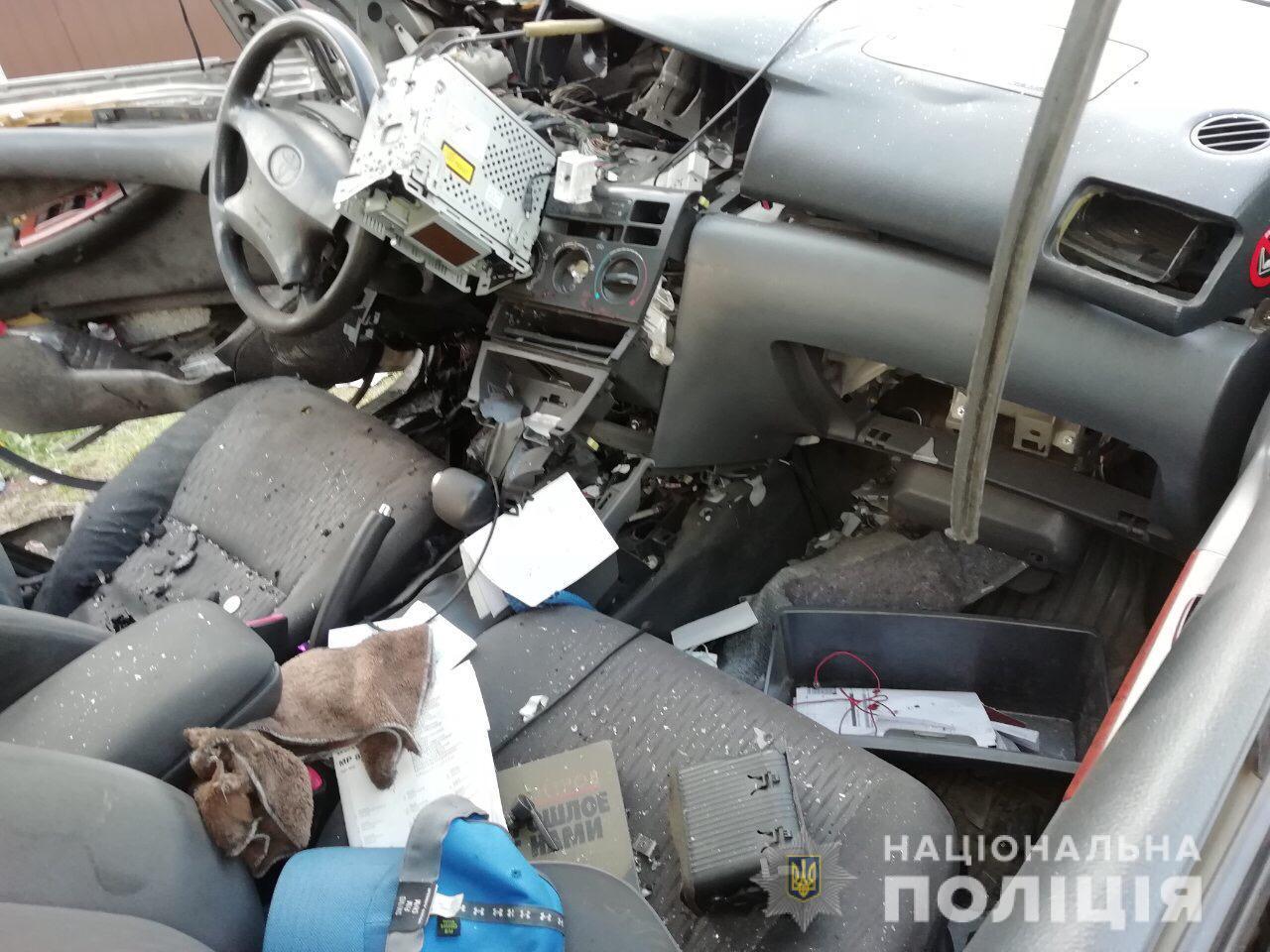 В Харькове бросили гранату в авто: водитель в тяжелом состоянии