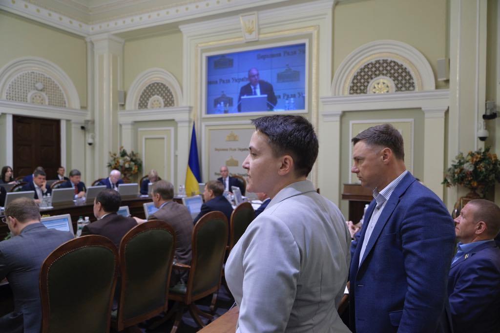 В Раде скандал из-за Зеленского, Парубию вручили наручники: видео