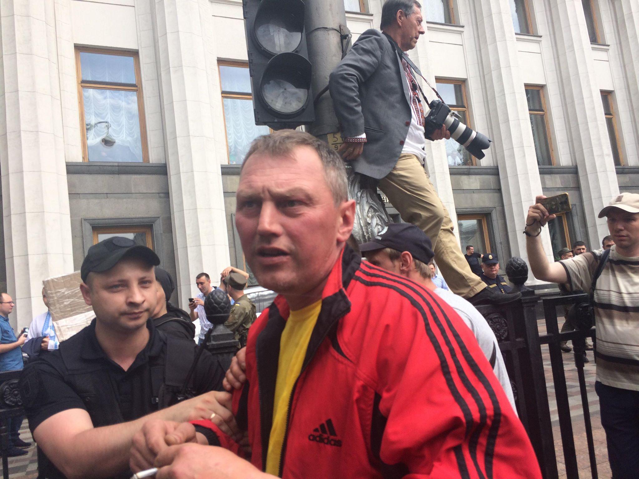 Под Радой стычки евробляхеров с полицией: фото