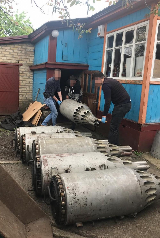 В селе под Киевом обнаружили арсенал авиационного вооружения