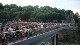 В Киеве открыли стеклянный пешеходный мост: фото