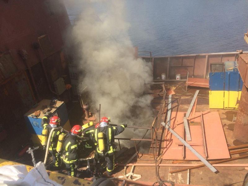Пожар на заводе Кузня на Рыбальском: горел корабль - видео