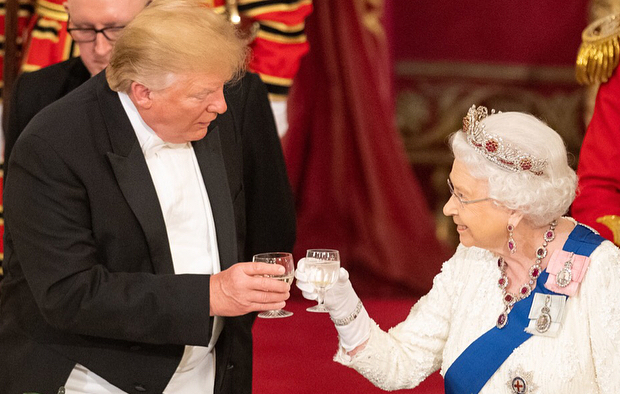Елизавета II подарила Трампу книгу Черчилля и дала совет