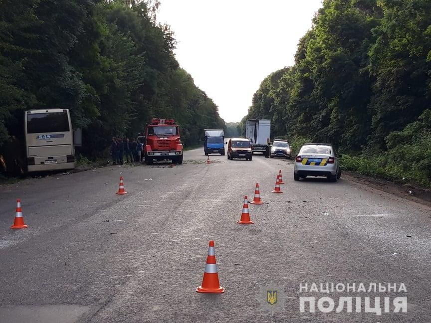 В Хмельницкой области автобус въехал в грузовик: один погибший