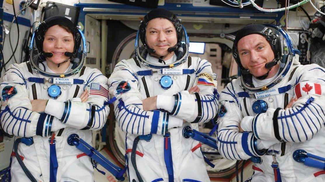 Половина экипажа космической станции вернулась на Землю: видео