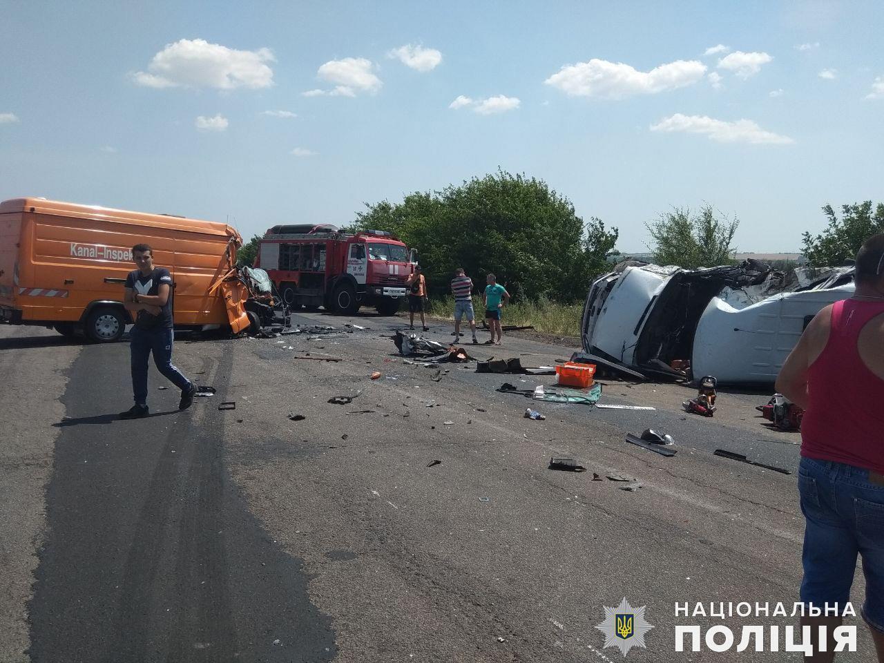 ДТП в Николаевской области: один погибший, 15 пострадавших - фото