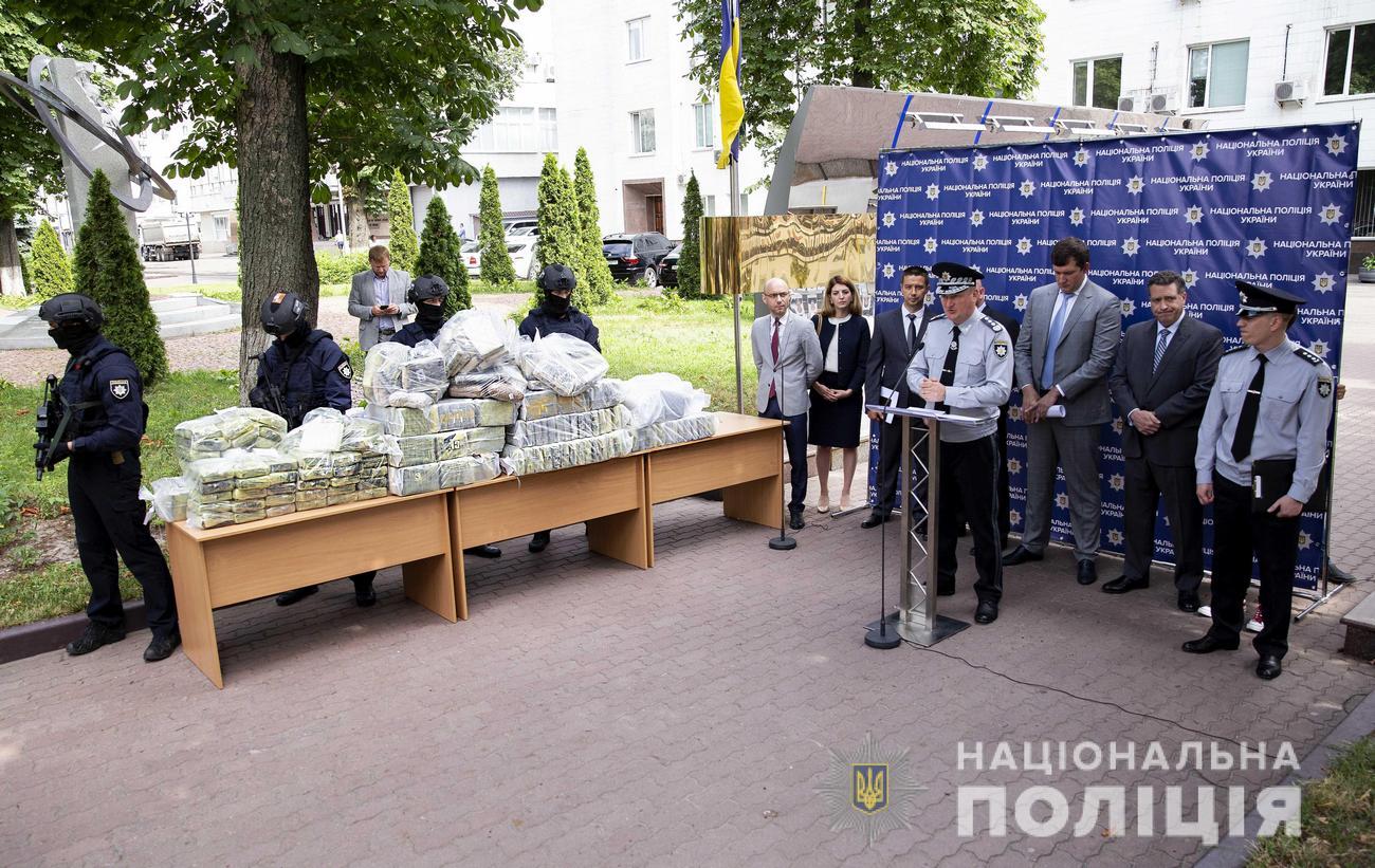 Полиция изъяла 400 кг кокаина из Колумбии на $60 млн: видео