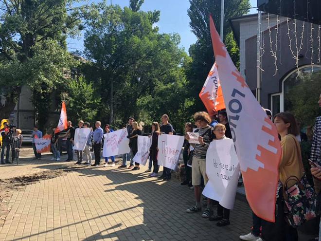 Голос во главе с Вакарчуком протестует под NewsOne: фото, видео