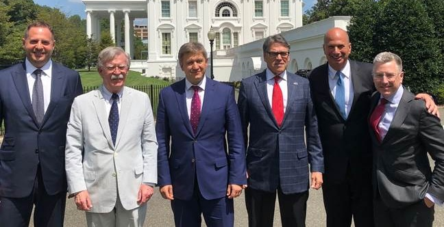 """Данилюк в Белом доме встретился с """"ястребом"""" Трампа"""