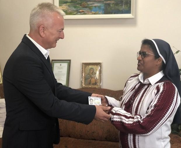 Зеленский дал гражданство проповеднице из Индии