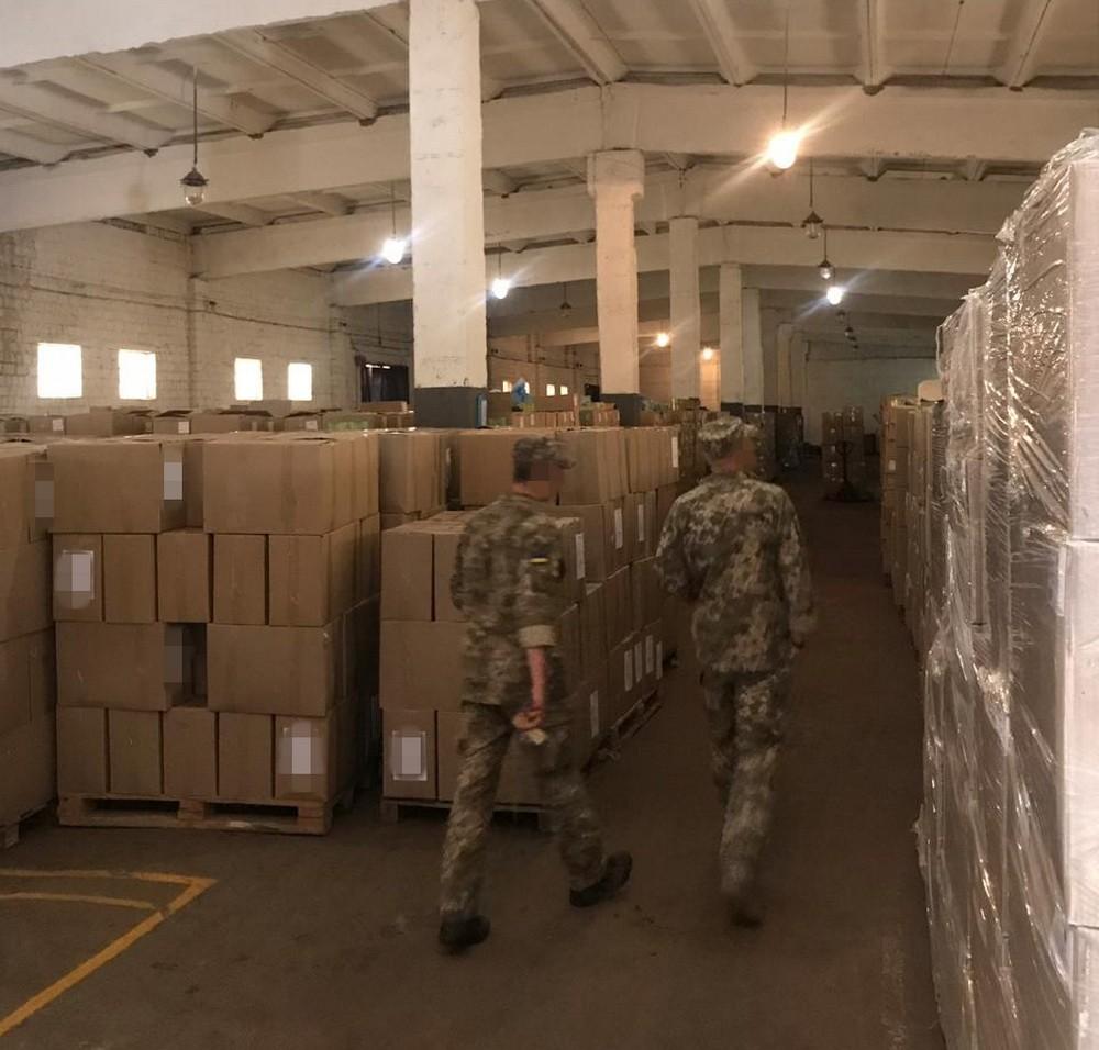 СБУ: Чиновники закупили 180 тонн некачественных консервов для ВСУ