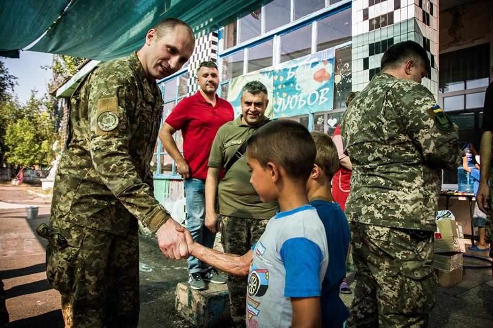 Эксперты НАТО приехали в зону проведения ООС: фото