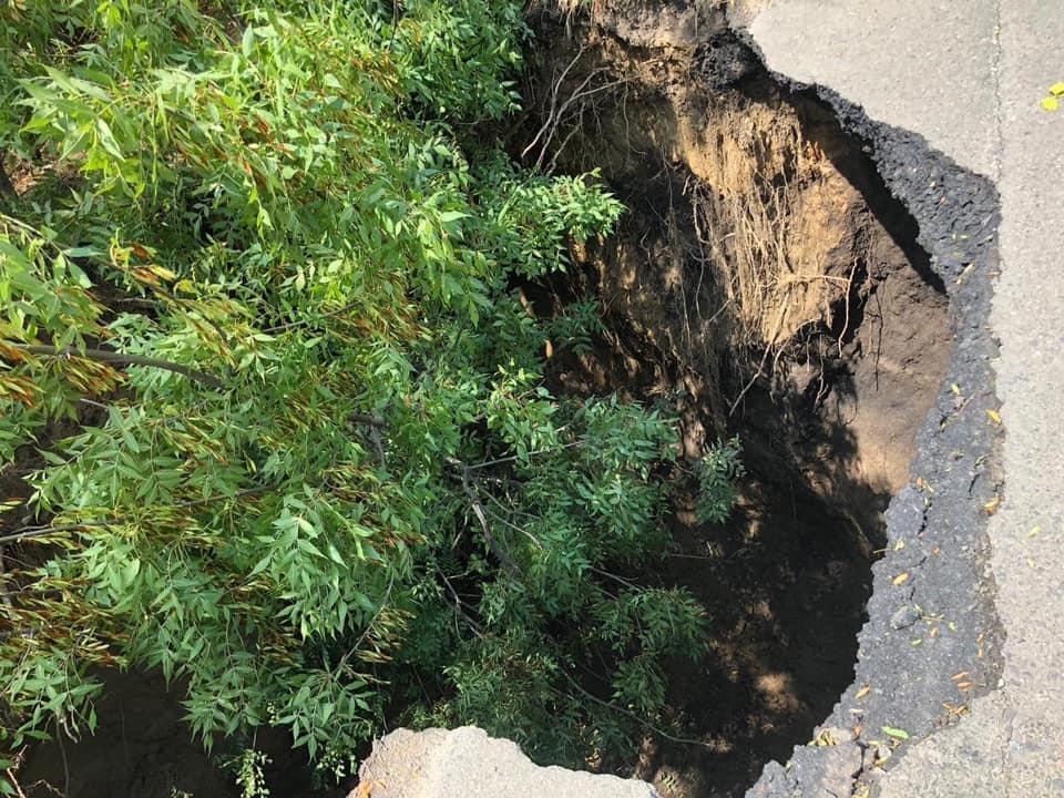 В Одесской области обвалился кусок трассы: фото