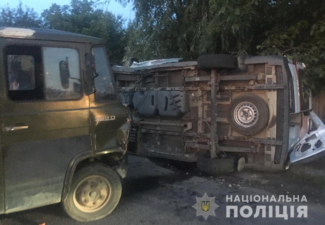 """В Днепре машина """"скорой"""" попала в ДТП: пять пострадавших - фото"""