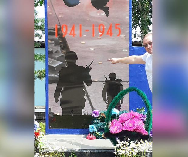 Сюр. На памятнике Второй мировой в РФ нашли солдат НАТО - фото