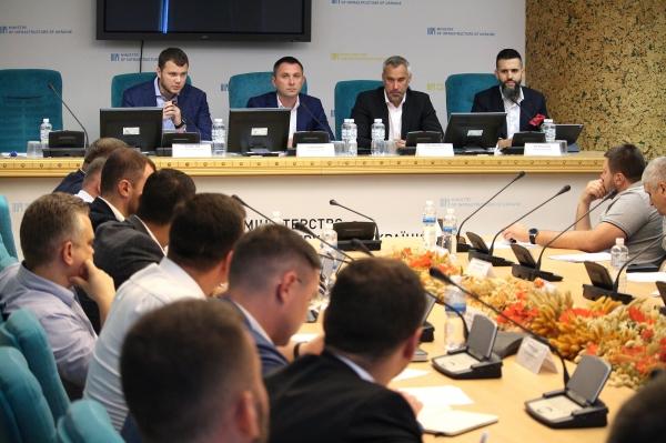 Для разработки нового законопроекта по евробляхам создали рабочую группу (Фото: пресс-служба Мининфраструктуры)