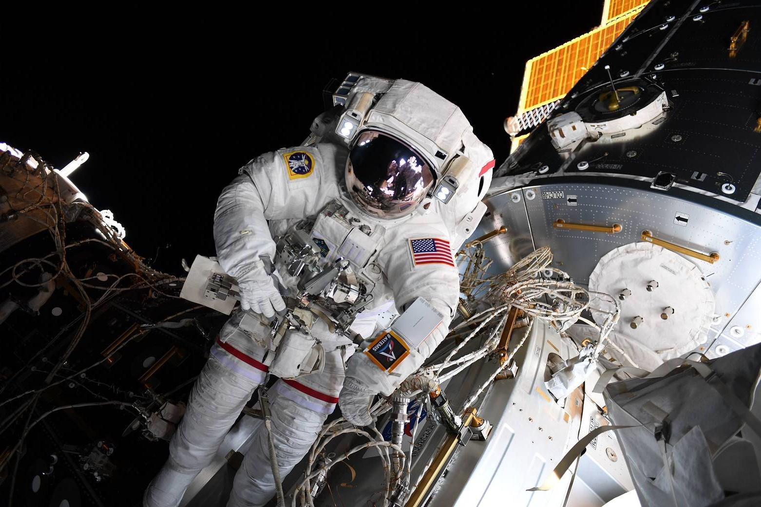 них открытый космос фото раскручивает бутылку щедро