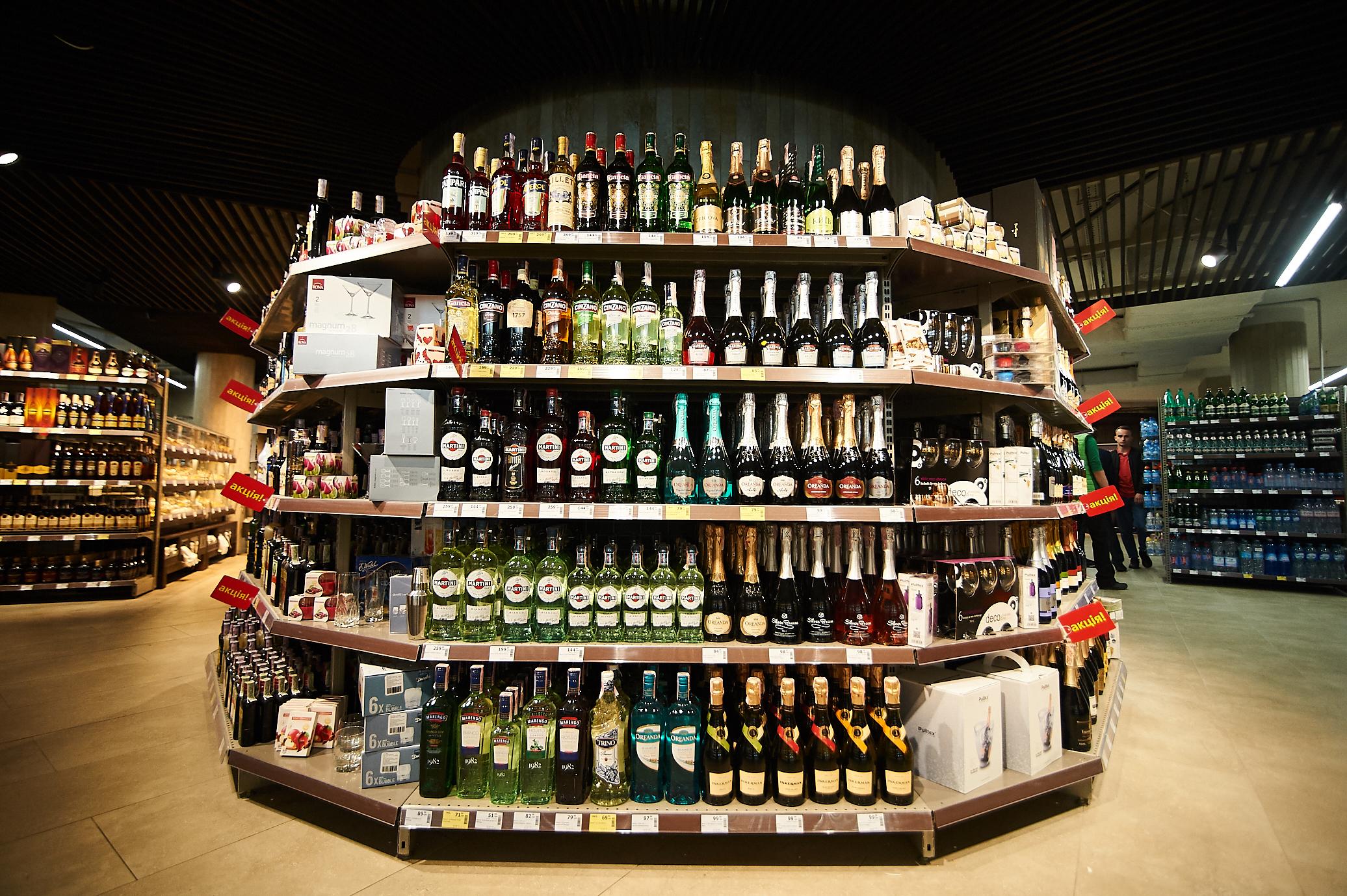 Винный отдел в NOVUS в ТРЦ Sky Mall 1100 вин из 20 стран мира