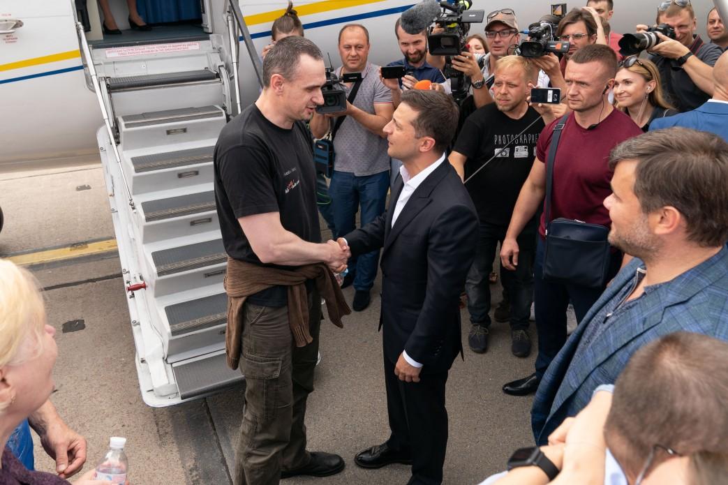 Олег Сенцов и Владимир Зеленский (Фото: пресс-служба президента)