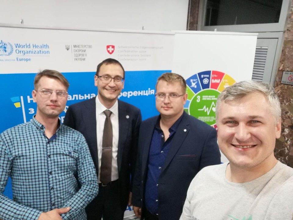 Сергей Сергеев (слева) вместе с коллегами, Евгений Яковенко (по центру) Фото: Sergey Sergeev/Facebook
