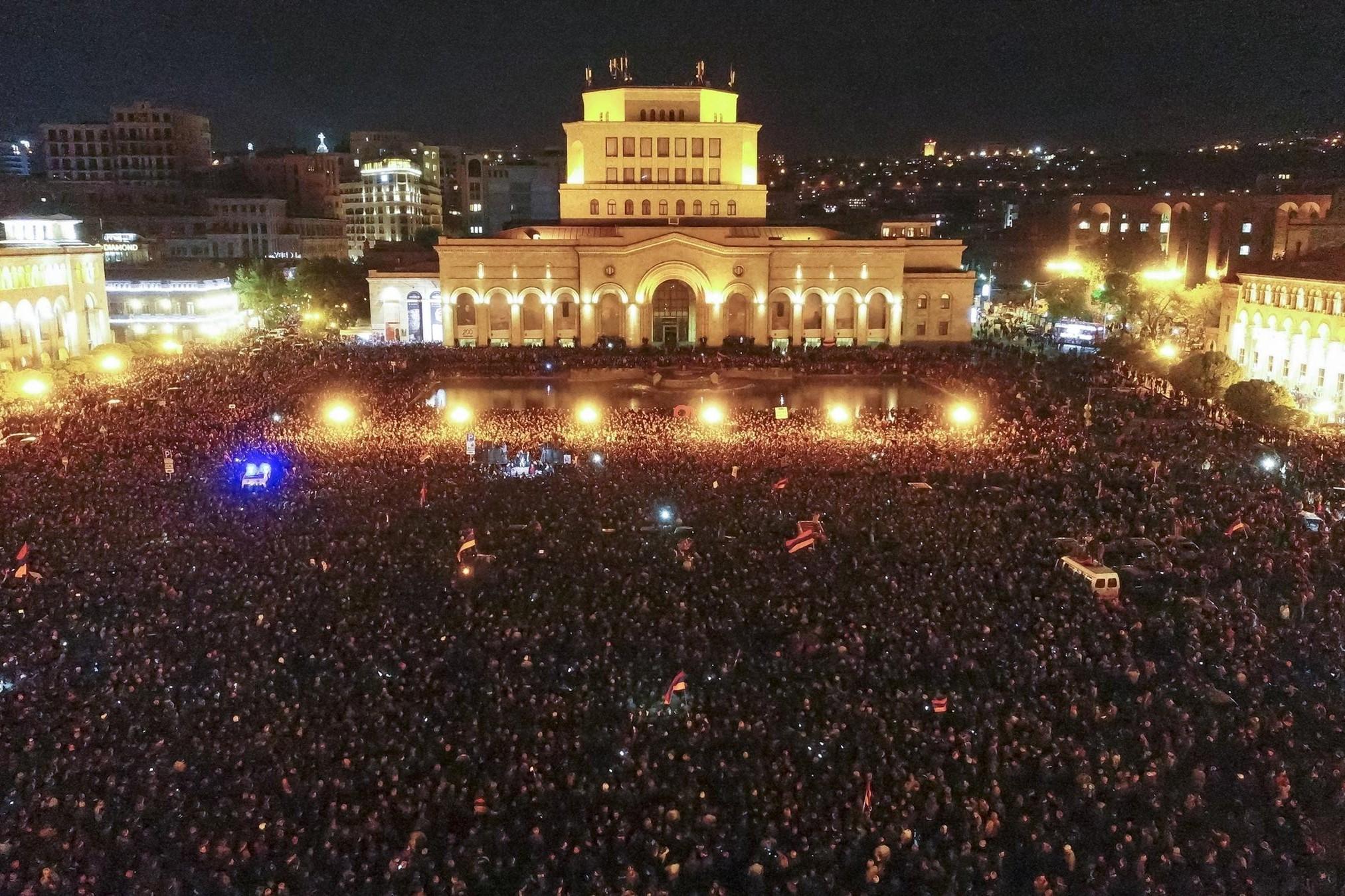 Протесты на площади Республики, фото: Давид Абрамян / PAN Photo